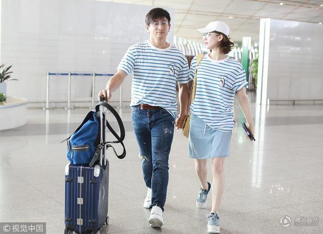 刘诗诗吴奇隆穿情侣装现身甜腻撒狗粮 两人牵手对视爱意浓