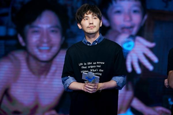 邓超白宇携新作《银河补习班》来沈宣传